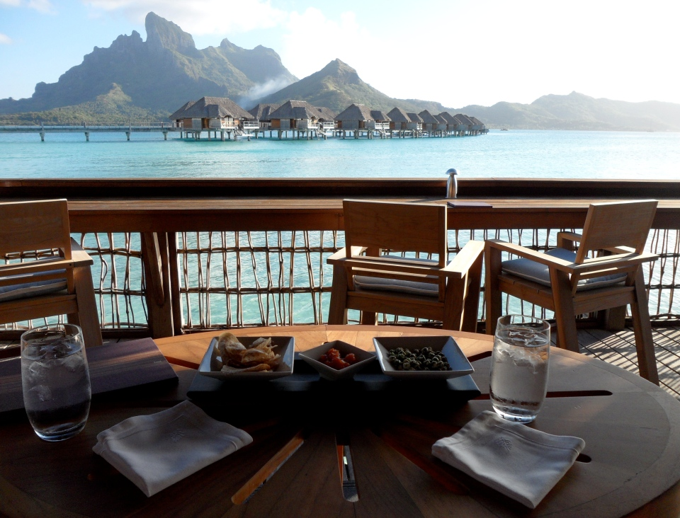 FS BORA BORA | SUNSET RESTAURANT & BAR | COMPLIMENTARY SNACKS