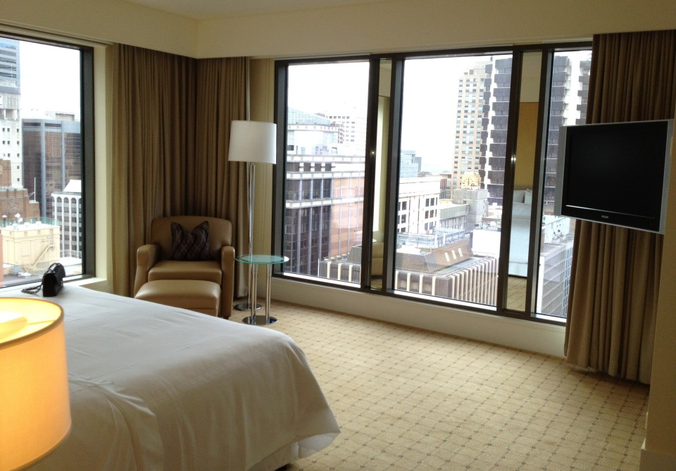 EXECUTIVE SUITE 2109 | MASTER BEDROOM CITY VIEW