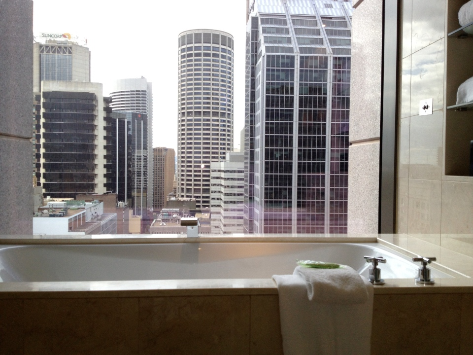EXECUTIVE SUITE 2109 | A VIEW OF THE CITY FROM THE TUB