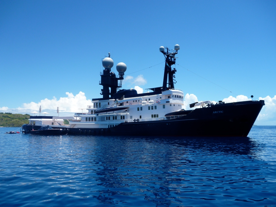 JAMES PACKER'S ARCTIC P YACHT WAS MOORED BETWEEN MODRIKI AND YANUYA ISLANDS