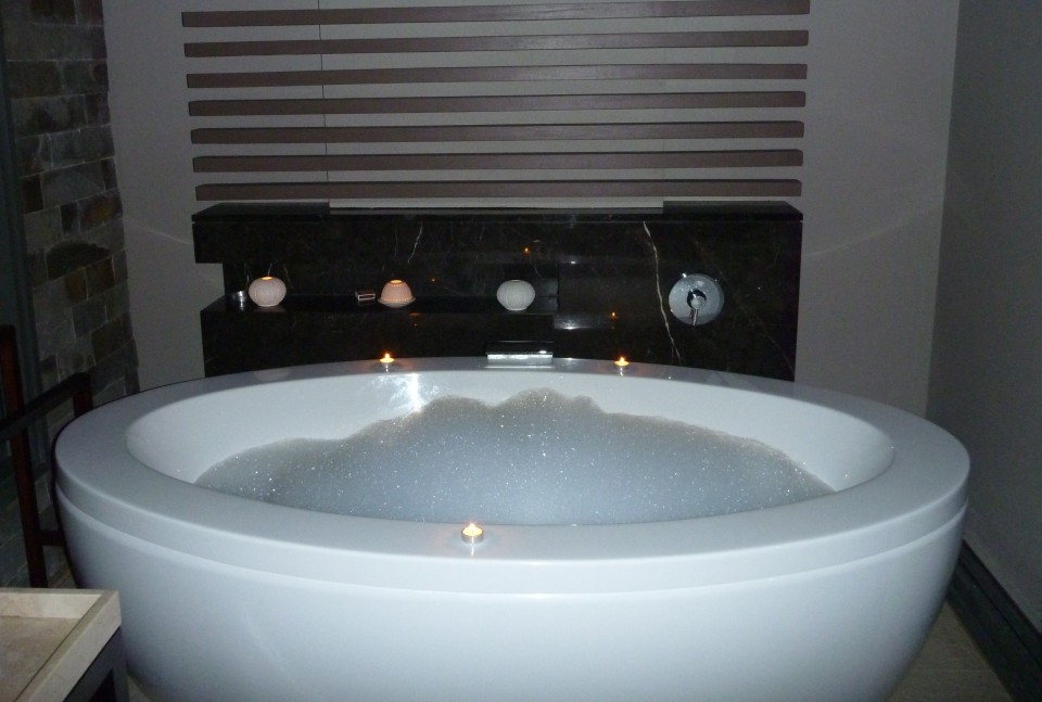 ENJOY SOME BUBBLES IN YOUR CLEOPATRA BATH ON THE PRIVATE TERRACE