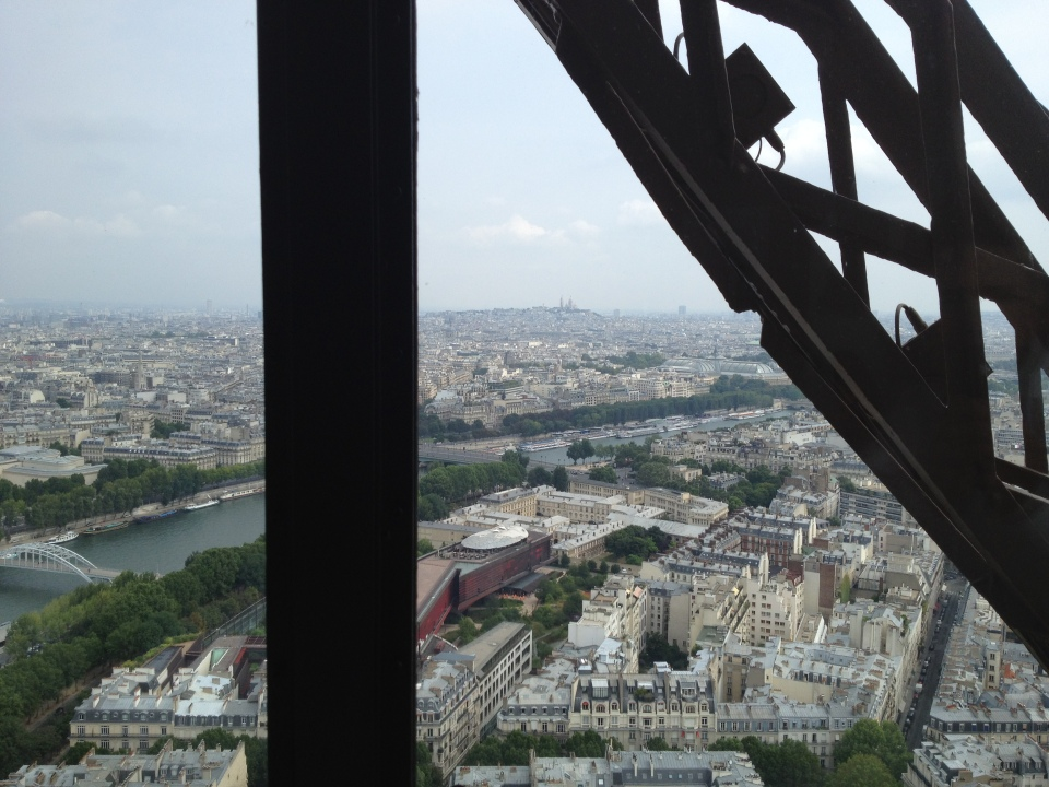 VIEW TOWARDS SACRÉ COEUR FROM OUR TABLE | JULES VERNE