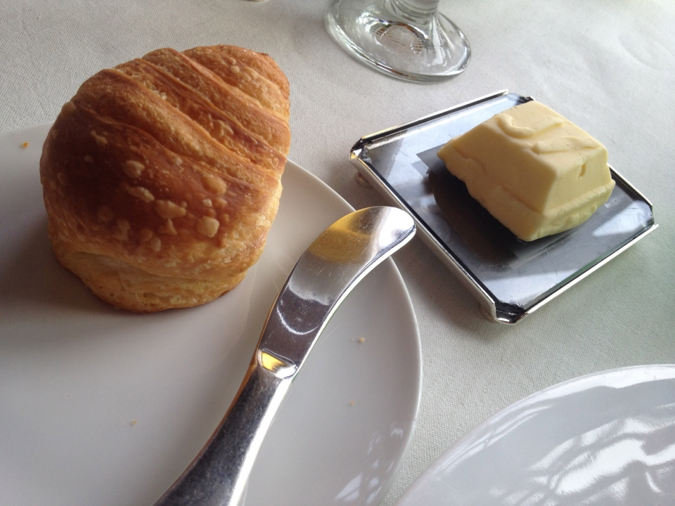 'CROISSANT' BREAD AND JV BUTTER | JULES VERNE