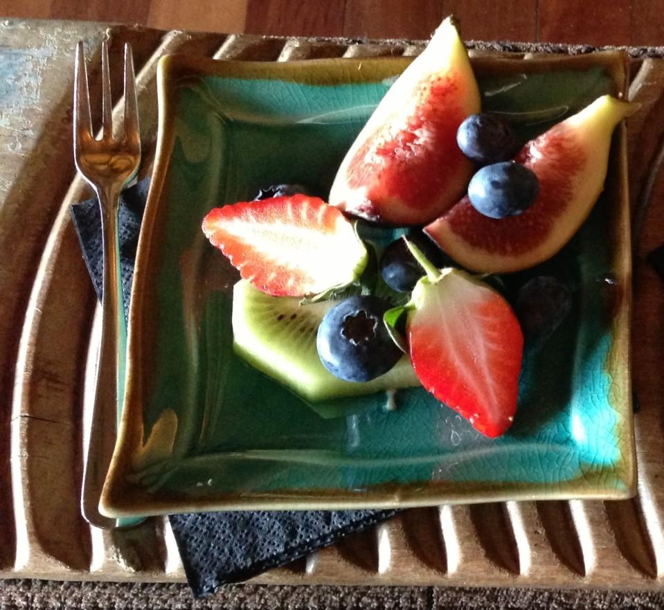 FRUIT PLATE ON ARRIVAL | KUKURA HOUSE