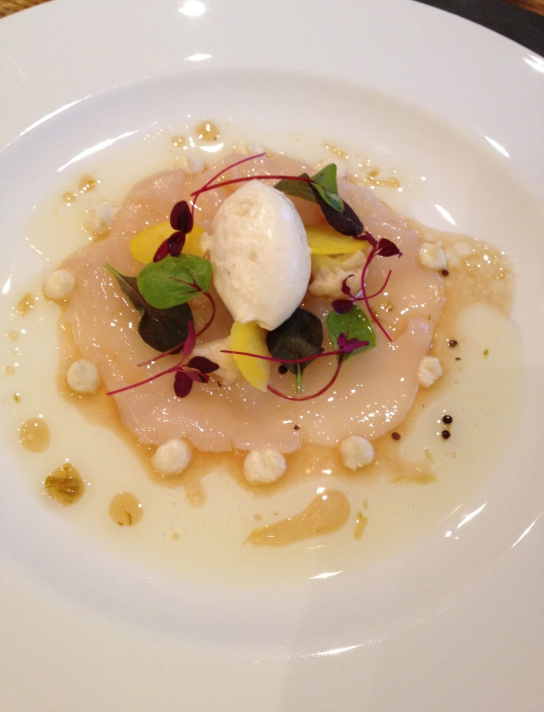 ENTRÉE | MARINATED HAND DIVED SCALLOPS WITH HORSERADISH CHANTILLY AND PONZU VINAIGRETTE