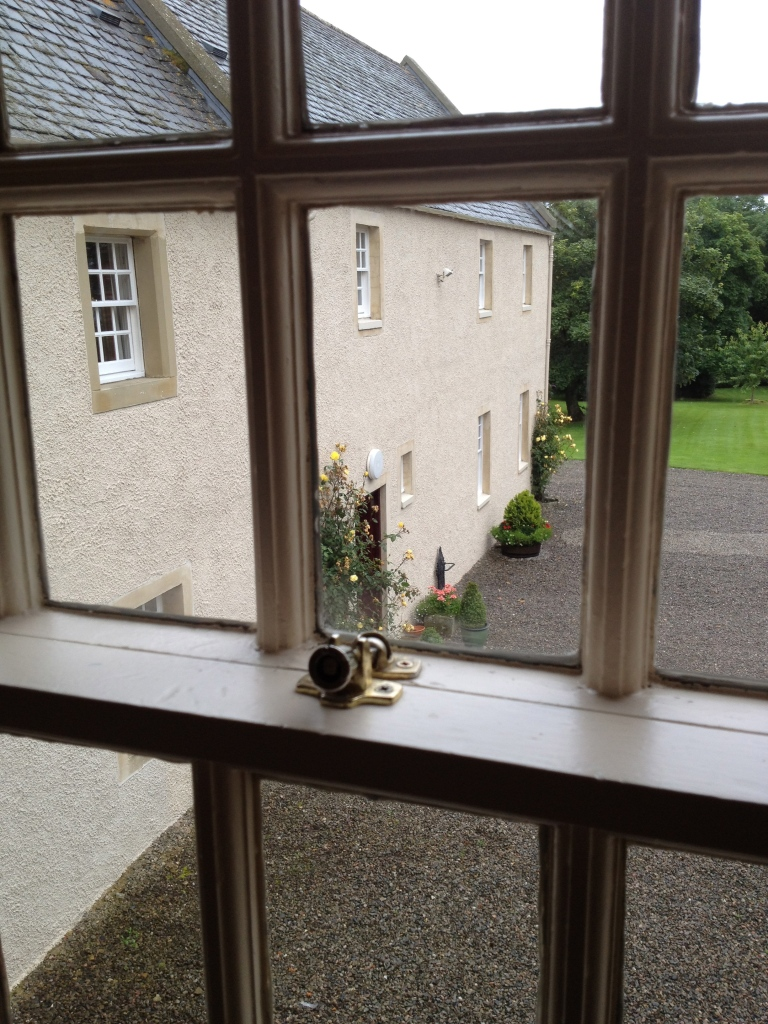 GARDEN & MAIN HOUSE VIEW | EASTER ROSS ROOM