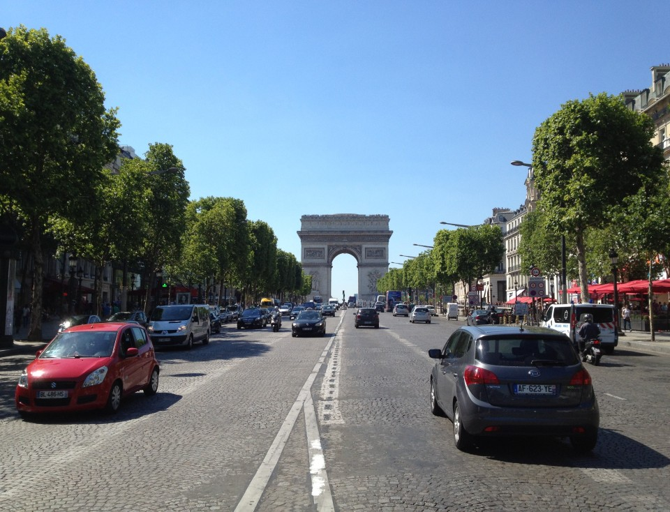 VIEW OF THE ARC DE TRIOMPHE FROM THE AVENUE DES CHAMPS-ÉLYSÉES