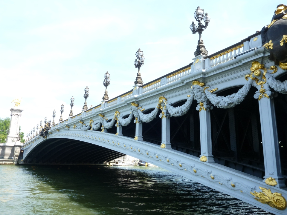 THE EXQUISITE PONT ALEXANDRE III BRIDGE OVER THE SEINE