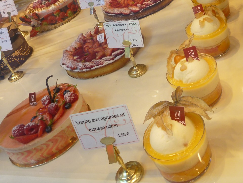 THE DEVINE PASTRIES | FESTINS FRENCH PATISSERIE