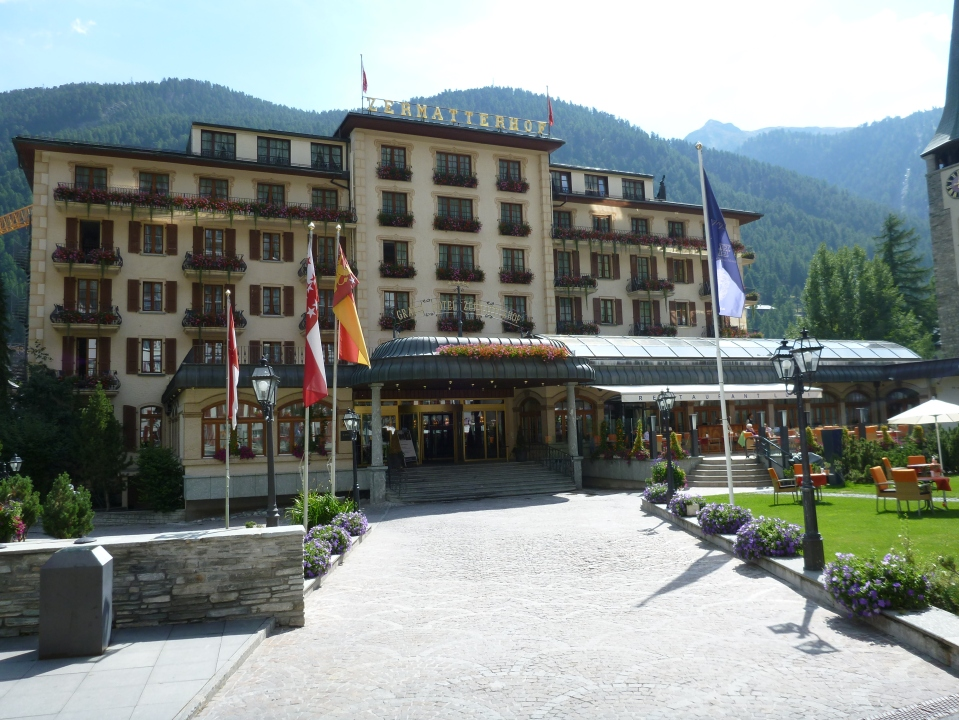 THE ELEGANT GRAND HOTEL ZERMATTERHOF AND RESTAURANT LUSI (TO THE RIGHT)