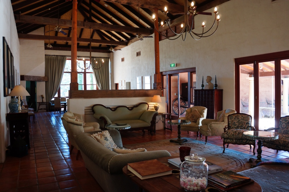 RELAX IN THE LODGE ROOM LOUNGE