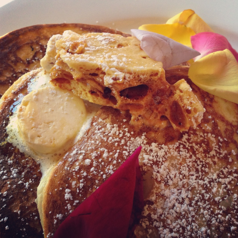 PETALS AND PANCAKES | GREEK STYLE YOGHURT PANCAKES WITH WHIPPED BUTTER, HONEYCOMB AND MAPLE