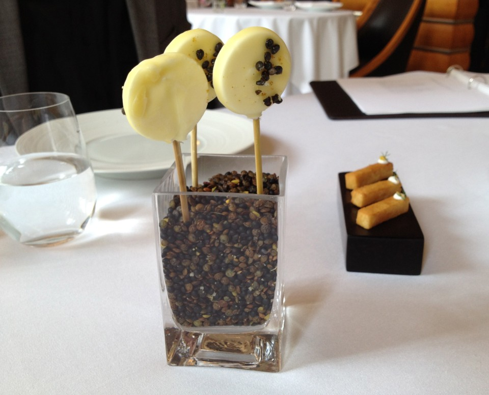 TASTING MENU | 2 - YOGURT AND CHICKPEAS Lollipops with Curry