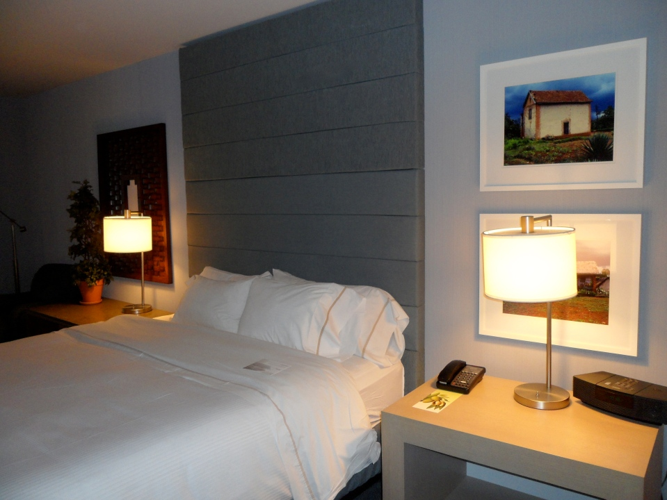GRAND DELUXE GUEST ROOM AND HEAVENLY BED®