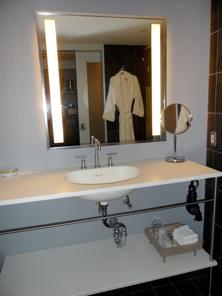 GRAND DELUXE GUEST BATHROOM