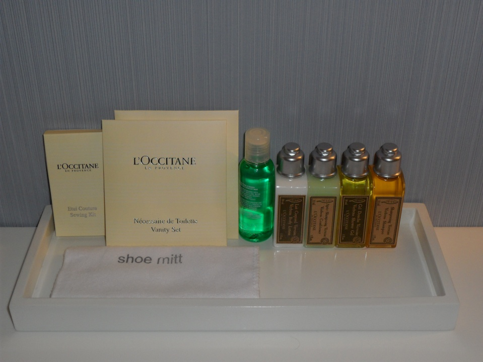 GRAND DELUXE GUEST BATHROOM | L'OCCITANE AMENITIES