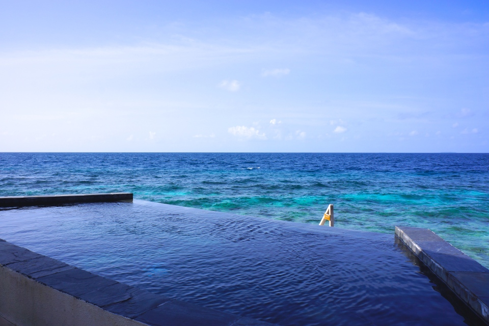 PRISTINE VIEWS FROM YOUR PRIVATE PLUNGE POOL