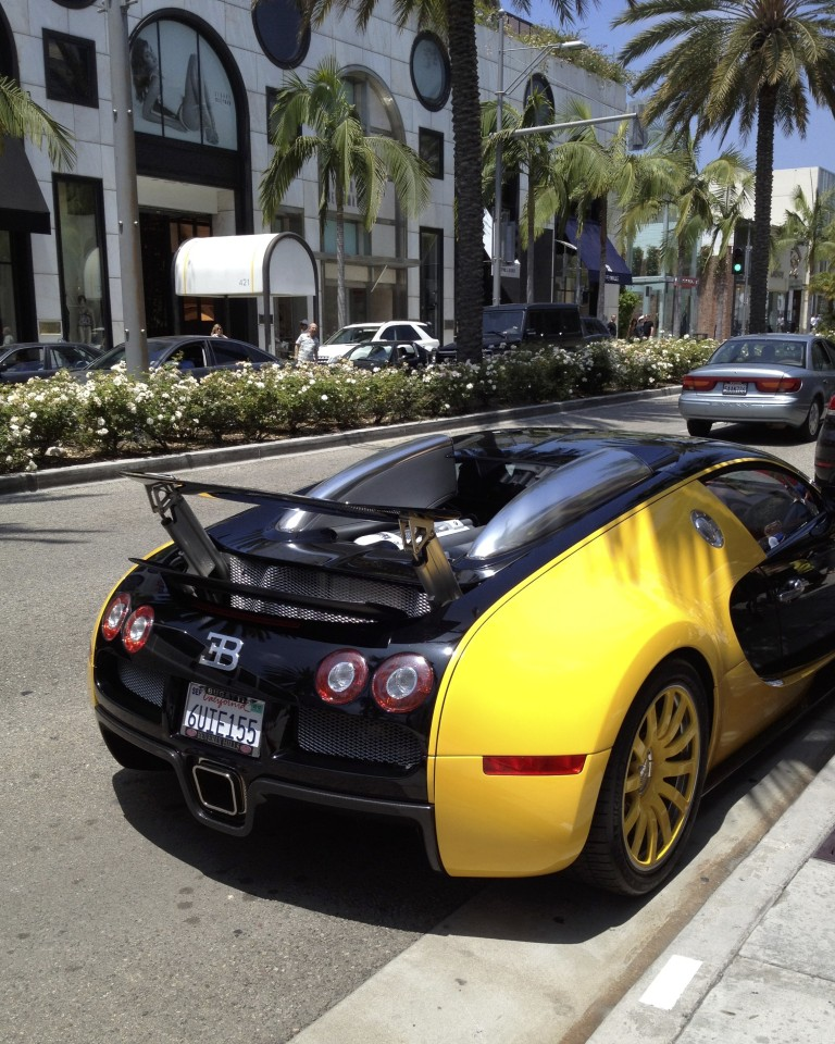 BUGATTI VEYRON ON NORTH RODEO DRIVE