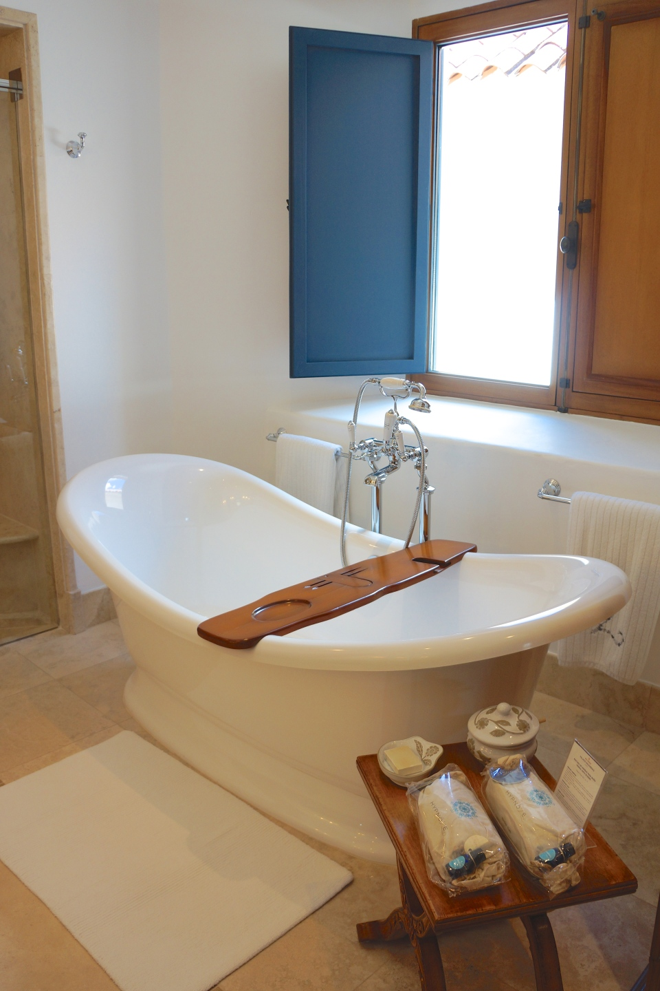 MASTER SUITE 200 FREE STANDING TUB